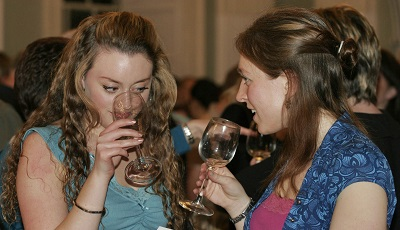 PARTY WHITE WINES image